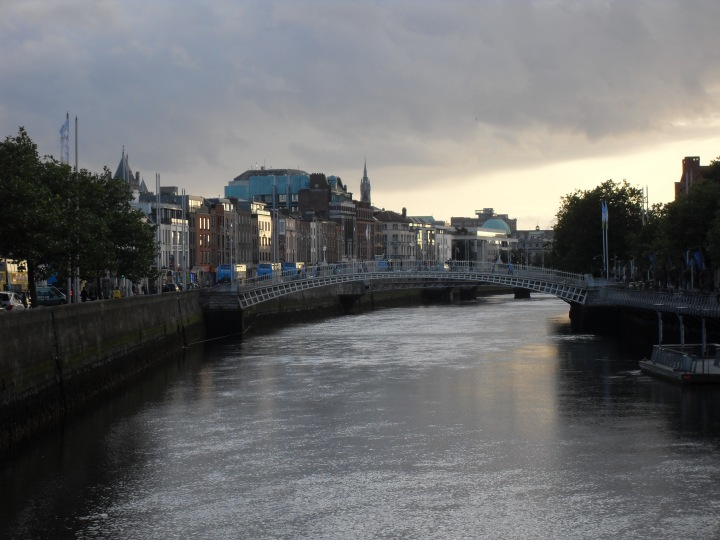 Travel Challenge – Day 10 :: River Liffey{Ireland}