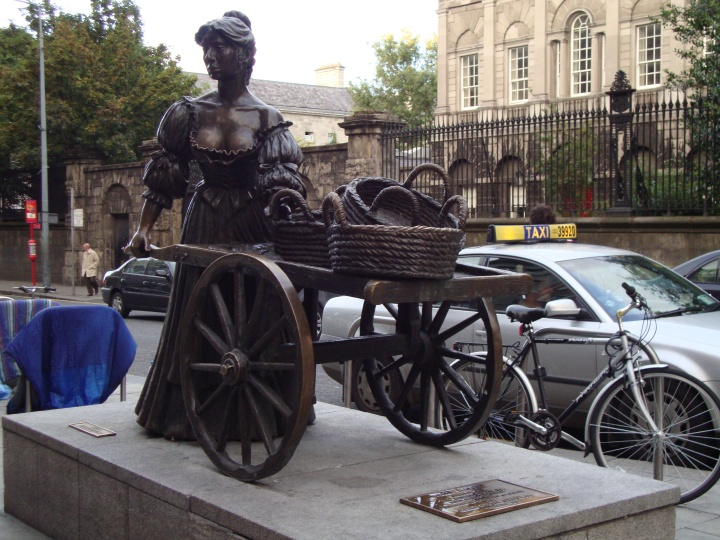 Molly Malone Statue{Ireland}