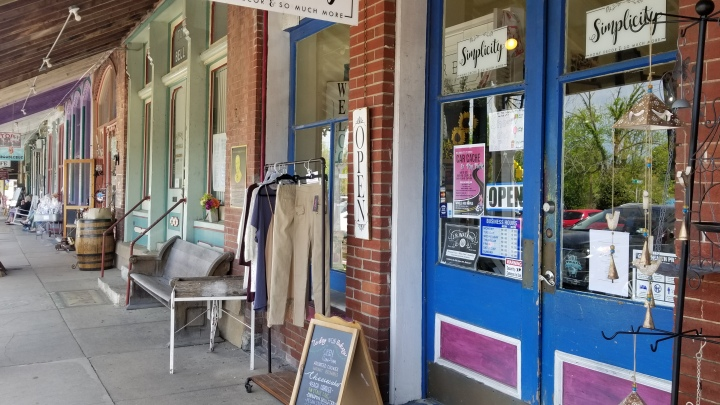 Antiquing in Bell Buckle{Tennessee}